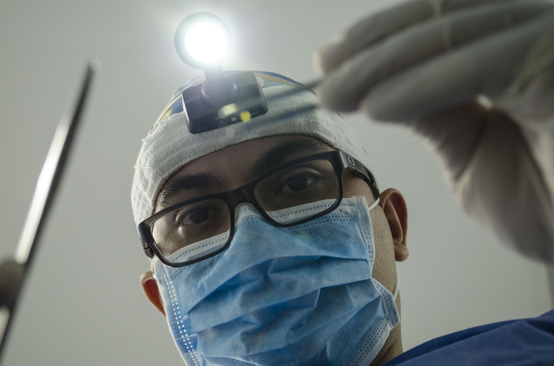 Czy złamany ząb można przykleić? Co robić w niespodziewanej sytuacji?