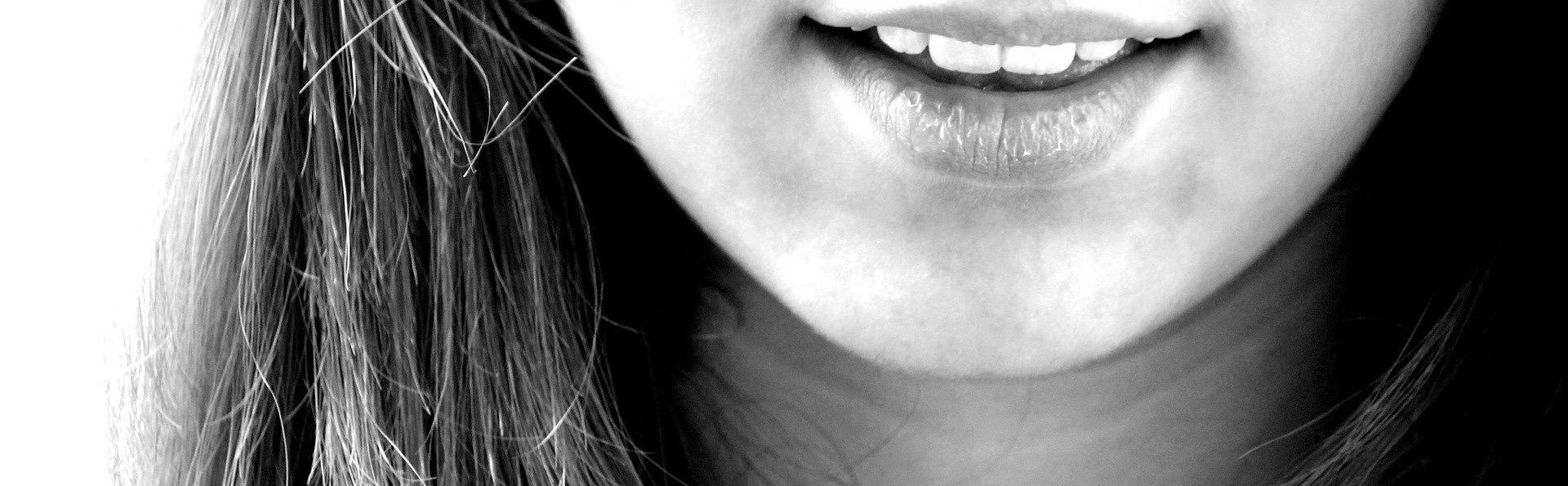Dlaczego mam białe plamy na zębach